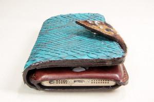 特注品。革の手帳型iPhoneケース青蛇革01