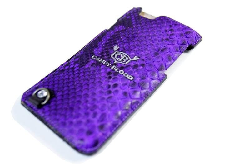 紫の蛇革のiPhoneケース