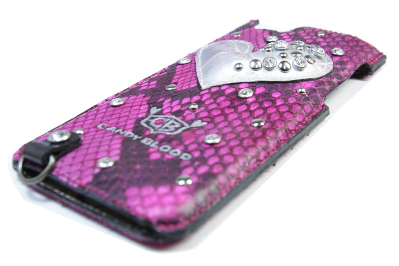 ピンクの蛇革の手帳型iPhoneケース