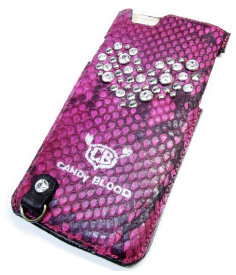 ピンクのヘビ革にハート型にスワロフスキーiPhoneケース